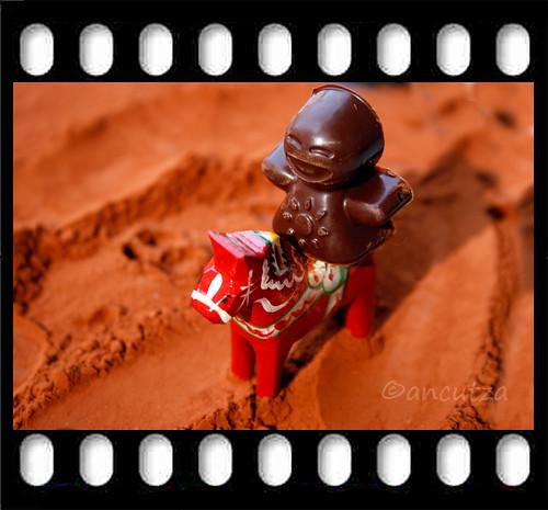 l'omino di cioccolato in sella al cavallo rosso