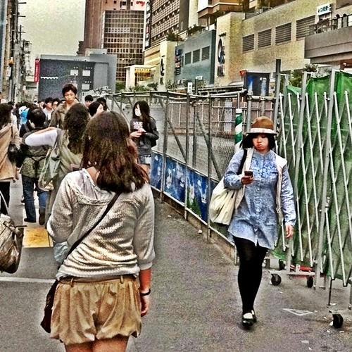 往く人、そして、帰る人。 今日も一日、お疲れ様でした。#Osaka #Abeno