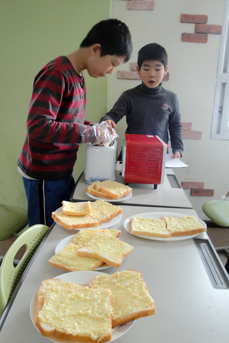 Samil Winter English Camp - Garlic Bread Making