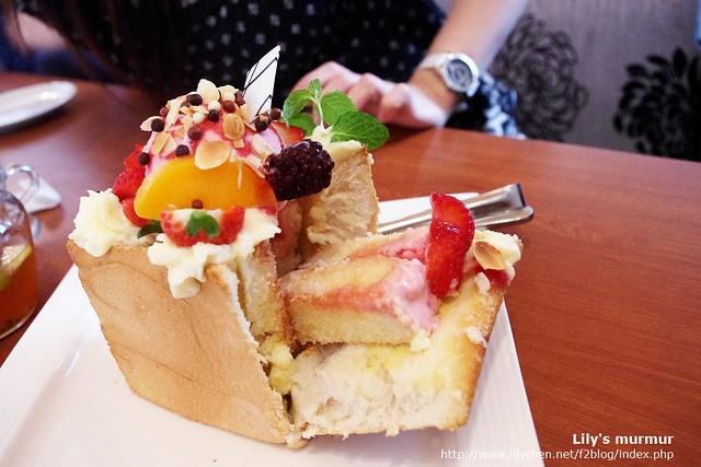 這是莓麗佳人蜜糖吐司的開箱照。XD
