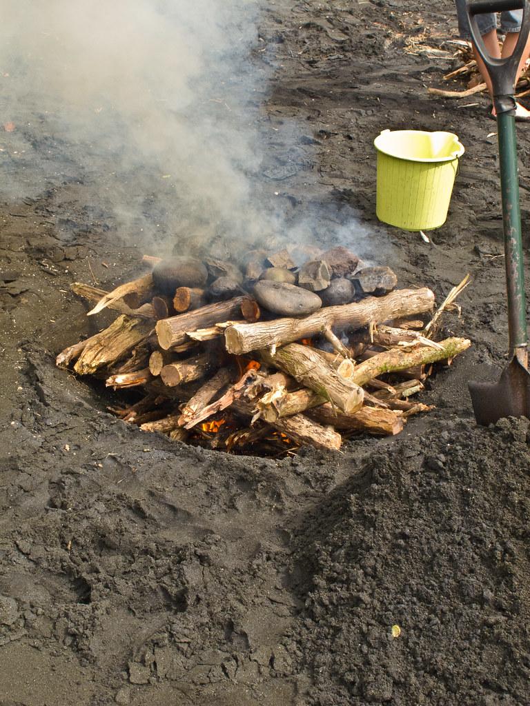 The start of a hangi feast