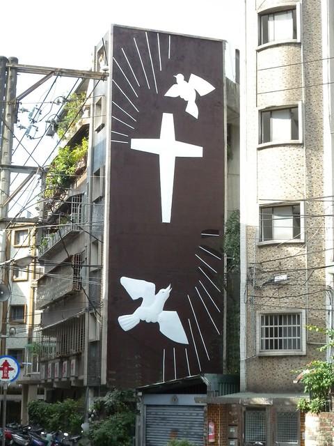 2010年教會外牆浮雕修片後照片