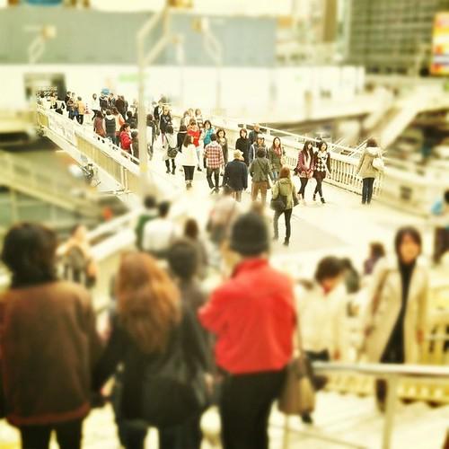 今日も人が行き交う歩道橋。明日には、解体されちゃうんです。お疲れ様でした。 #Osaka #Abeno