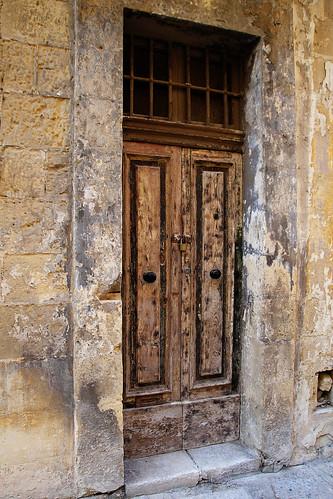 Shabby-door-Valetta