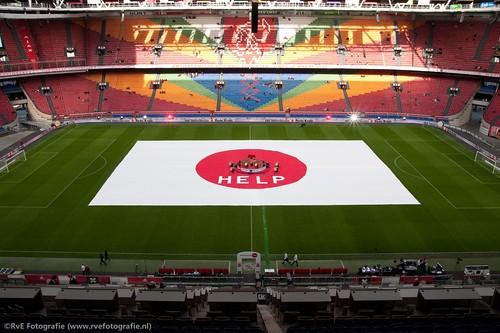 Nederland helpt Japan in de Amsterdamse Arena (13-04-2011).