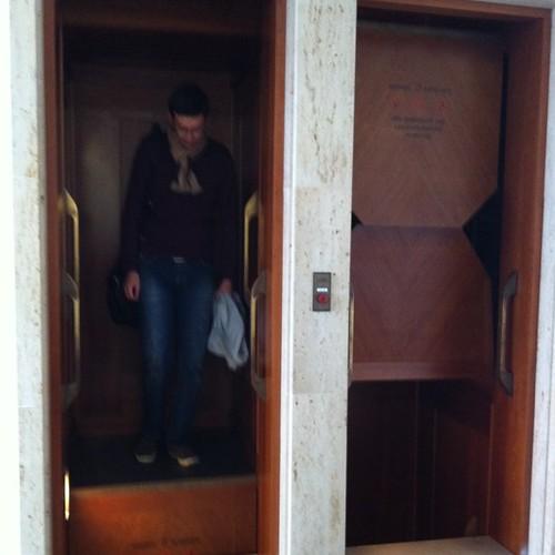 ลิฟต์ไม้ในกระทรวงการต่างประเทศ