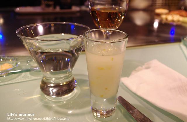 從左邊起是水,檸檬Sorbet,以及主廚招待的香檳。
