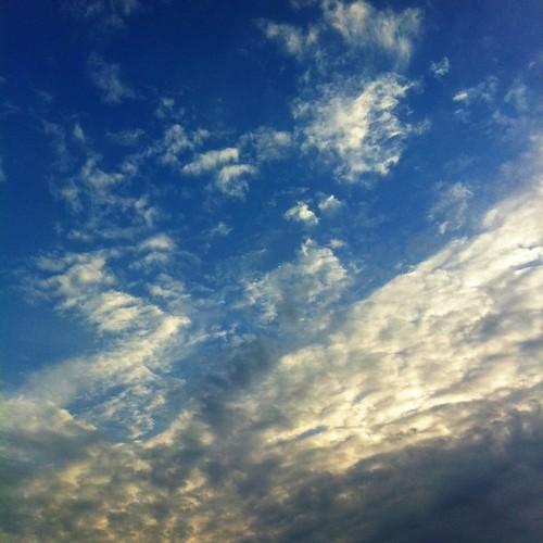 (^o^)ノ < おはよー! 今朝の空です。 今週も笑顔でがんばろ~! #Ohayo #sky