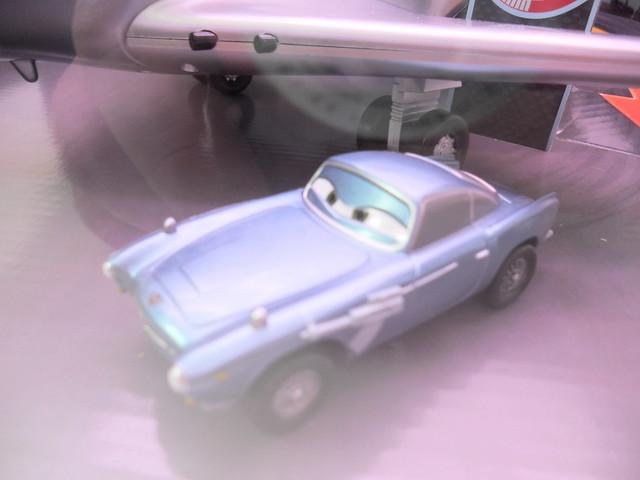 disney cars 2 disney store spy shoot out playset (2)