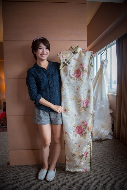 這件是新娘父親親手做的旗袍,也是今天最後一套禮服