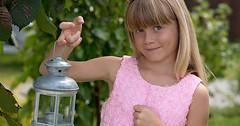 """Die Laterne. Die Laternen. Ein blondes Mädchen hält eine Laterne. • <a style=""""font-size:0.8em;"""" href=""""http://www.flickr.com/photos/42554185@N00/30976052692/"""" target=""""_blank"""">View on Flickr</a>"""