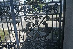 Gate cornucopia