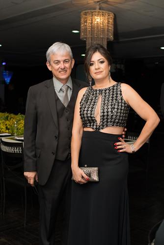 O presidente do Acesita Esporte Clube, Márico Faioli, com Juliana