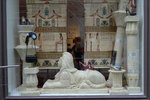 Walk Like A Sexy Egyptian Chez Louboutin Le Journal Des