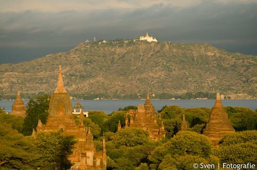 Uitzicht vanaf de Shwesandaw pagoda.