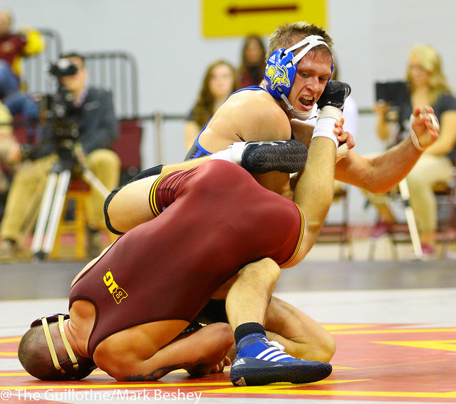 149: Alex Kocer (SDSU) maj dec James Berg (Minn), 10-2