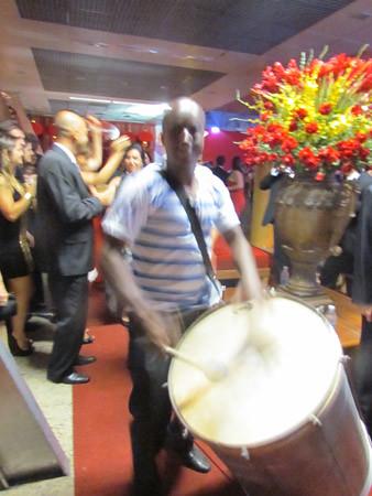 E a bateria de escola de samba chegou...2