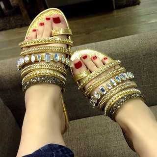 Uma verdadeira joia em forma de rasteira para seus pés!