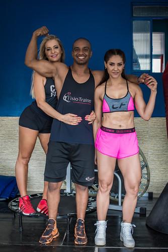 Carla Mourthé, o personal trainer Rafael e Analusa Cangussu