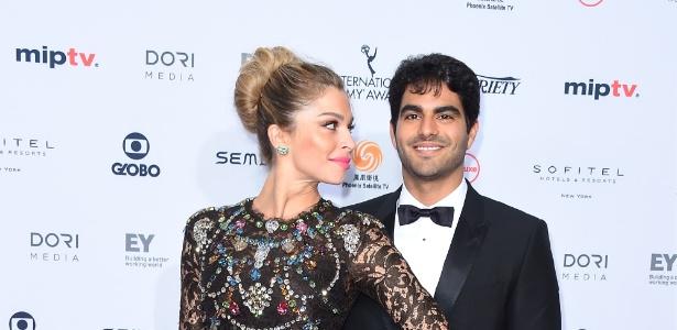 Grazi Massafera vai ao Emmy com o namorado e publica primeira foto do casal