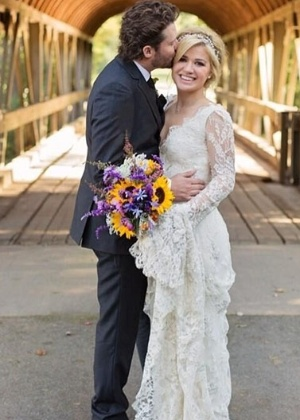 "Kelly Clarkson diz que marido fez vasectomia: ""Gravidez é horrível"""
