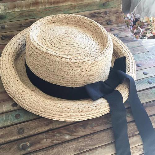 Com um ar mais romântico, este chapéu vai ficar lindo com os prints florais ! Para dias ao ar livre