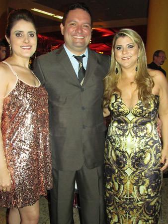 Marcela Galli com o irmão, Dr. Ricardo e a mulher, Crisley