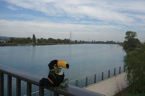 Non loin de l'école, un canal passe sur le pont de la sucrerie