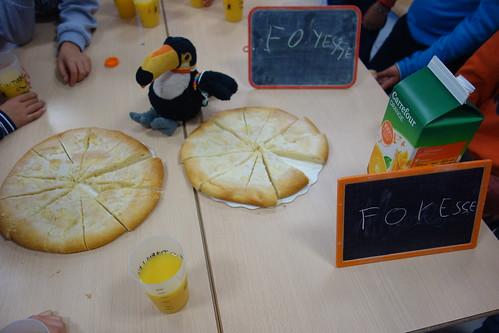 Les élèves nous ont offert ces délicieuses foyesses (une sorte de tarte au sucre) : merci !!