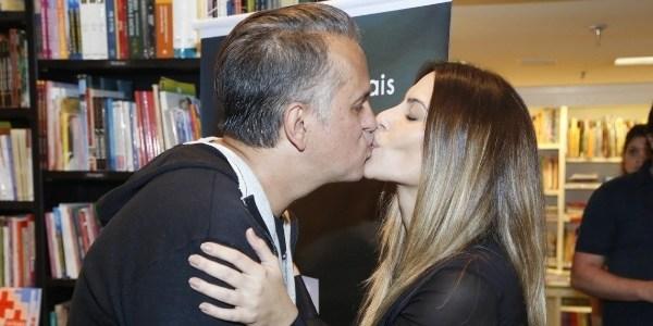 """Cleo Pires faz desabafo sobre boato de affair com padrasto: """"Fundo do poço"""""""