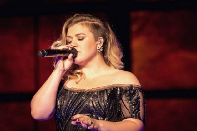 Grávida, Kelly Clarkson revela que está esperando um menino