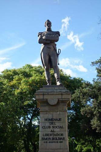 Sur une des grandes avenues, une statut de Simón Bolívar, le libérateur de la Bolivie (entre autres pays !)