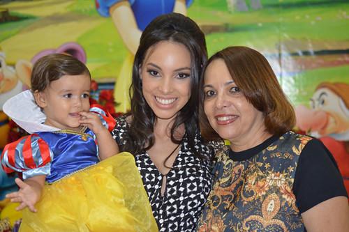 Helena com mamãe Ana Paula e vovó Sandra Tomé