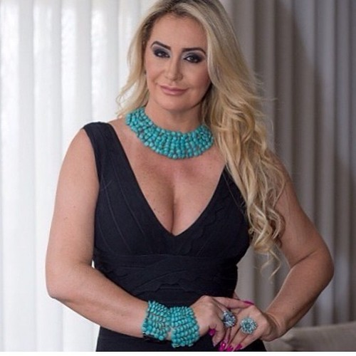 Max Colar e pulseiras Claudia Marisguia Bijoux, disponíveis na Anzu