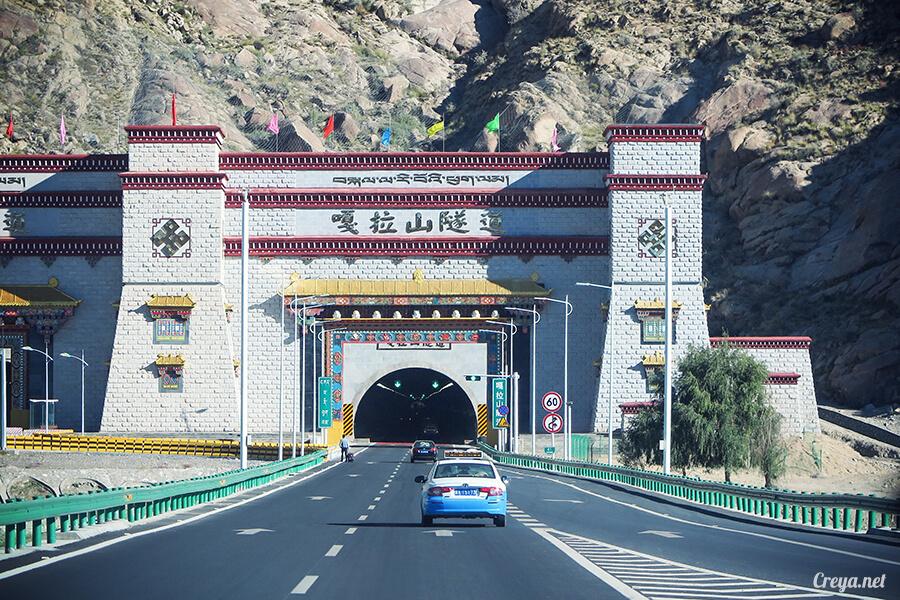 2015.11.15 | Tibet 西藏踢北去 | 終於踏上拉薩,吸著傳說中的稀薄氧氣與高山症對決 11.jpg