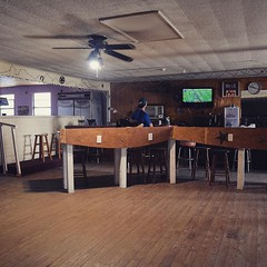 No wifi in town, no restaurants, but the owner of the Trivoli Motel opened her unused bar so I could watch the Eagles game. Was not expecting to have a TV and bar to myself. Life is very, very good. #TheWorldWalk #texas #flyeaglesfly #twwphotos