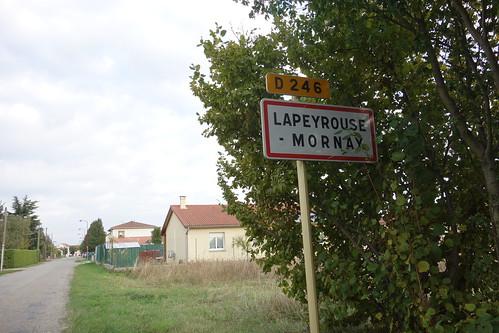 Nous voilà à Lapeyrouse-Mormay !