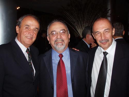 Maurício Coelho, Sebastião Merij e Omar Brandão, em festa elegante da coluna