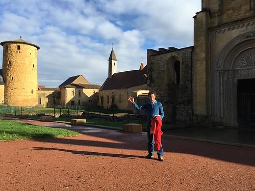 Nous nous sommes arrêtés devant cette belle abbaye