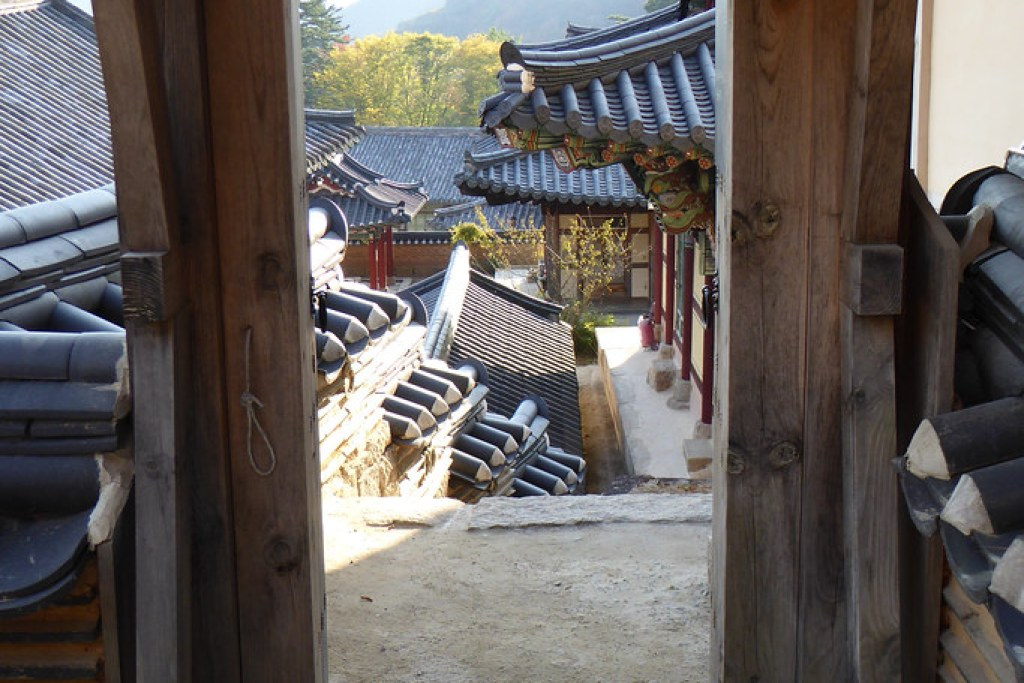 Haeinsa doorway