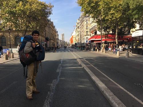 On arrive à Paris avec nos sacs de voyage !