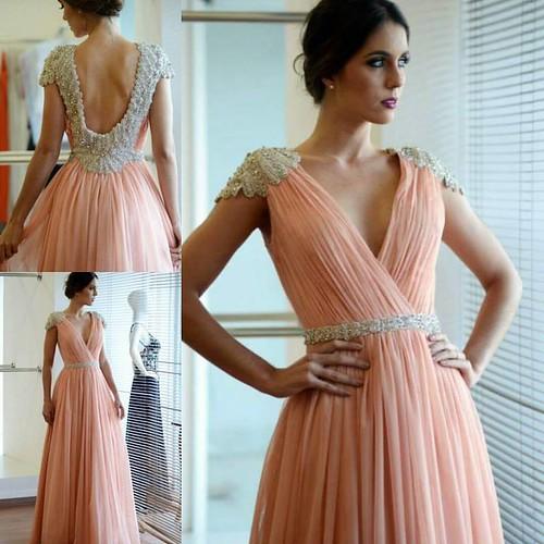 Vestido de princesa!! Delicado e perfeito, na cor escândalo de 2016
