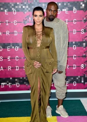 Parto de Kim Kardashian foi experiência dolorosa, diz site
