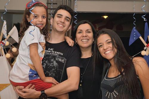 A aniversariante com Lucas, tia Suely e Bárbara
