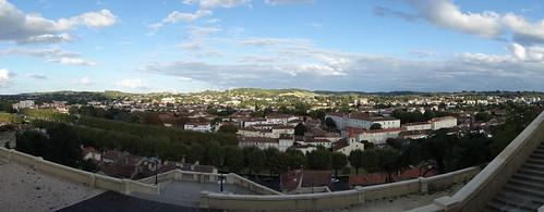 La grande ville la plus proche est Auch.