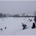 Niños jugando en la nieve
