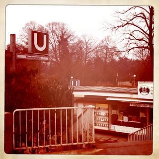 Zum Dammtor-Bahnhof