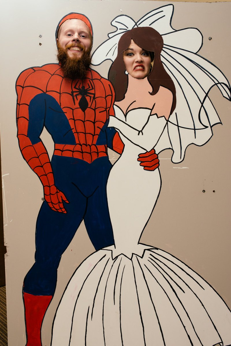 Danielle & Rob\'s pin-up style-meets-comic books wedding | Offbeat Bride