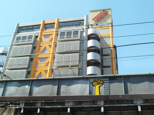 Tokyo-064 graffiti yellow hand