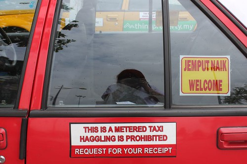 201102180809_taxi-sign
